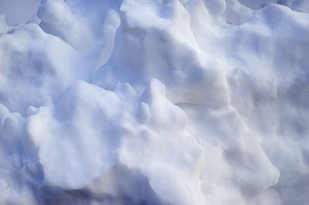 Zamknij widok białego miękkiego śniegu na zewnątrz