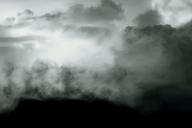 Zamknij widok gleby ziemi z ciemnym tłem cloudscapes