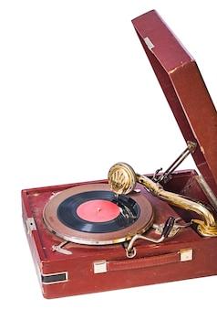 Zamknij widok na gramofon na białym tle