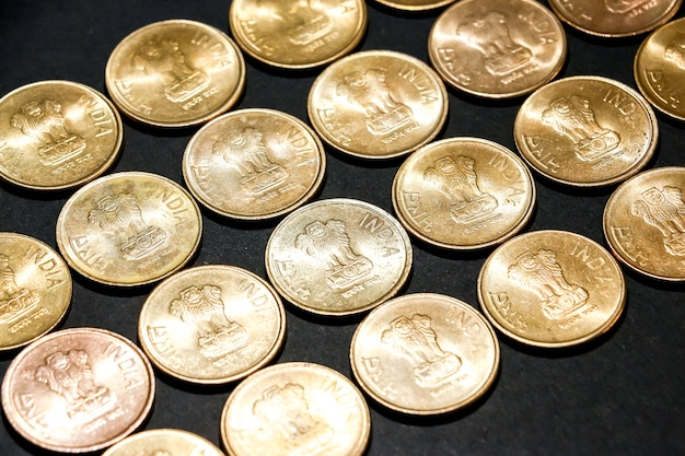 Zamknij widok nowych monet indyjskich.