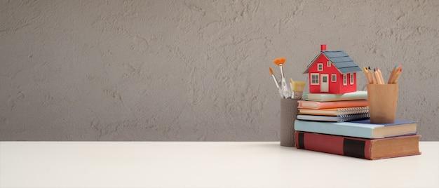 Zamknij widok obszaru roboczego z elementami szkolnymi i skopiuj miejsce na białym stole w salonie