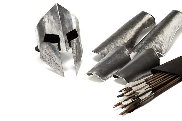 Zamknij widok średniowiecznej zbroi żelaznej i broni