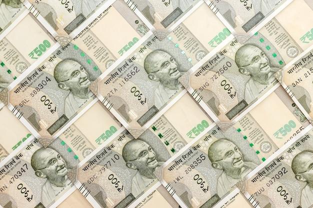Zamknij widok zupełnie nowych banknotów 500 rupii indyjskich. tło pieniądze.