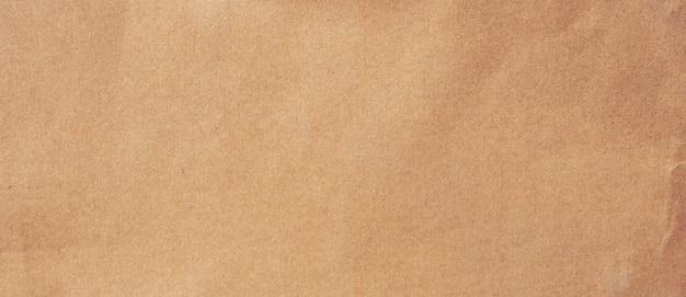Zamknij zmiętą teksturę i tło z brązowego papieru z kopią miejsca