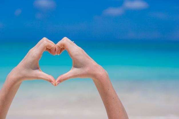 Zamyka serce serce robić rękami
