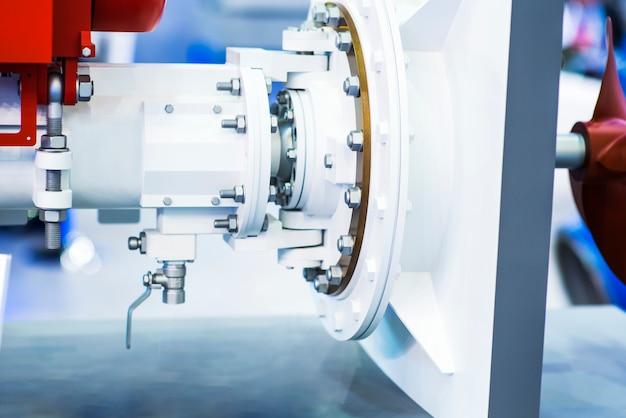 Zamyka up części wiertnicza maszyna z takielunkiem w tle