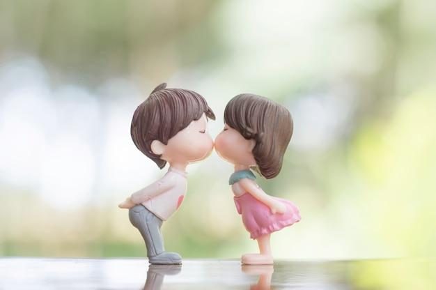 Zamyka up mini par lale w romantycznym buziaku dla walentynka dnia pojęcia