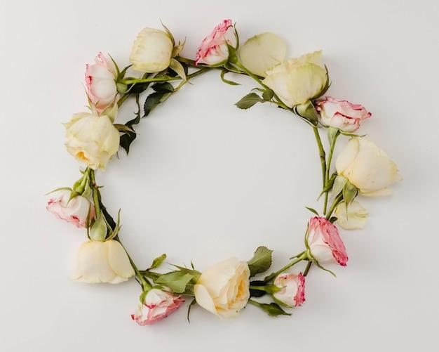 Zamyka up round róży rama