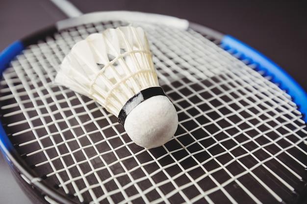 Zamyka up shuttlecock i badminton kant