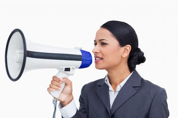 Zamyka up sprzedawczyni używa megafon
