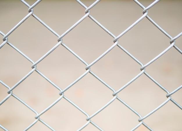 Zamyka up stalowy drucianej siatki ogrodzenia tło