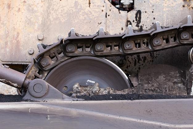 Zamyka w górę buldożeru w budowie