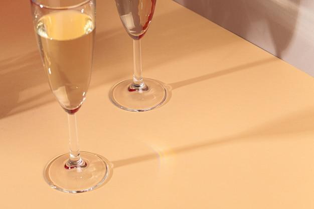 Zamyka w górę fotografii dwa szampańskiego szkła