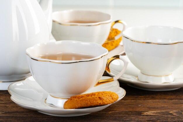 Zamyka w górę fotografii porcelanowy zastawa dla herbaty