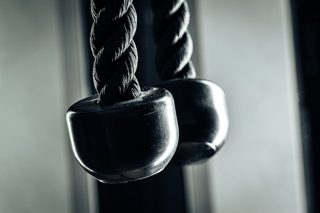 Zamyka w górę fotografii tricep linowy gym wyposażenie