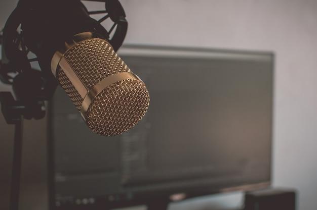 Zamyka w górę mikrofonu odizolowywającego