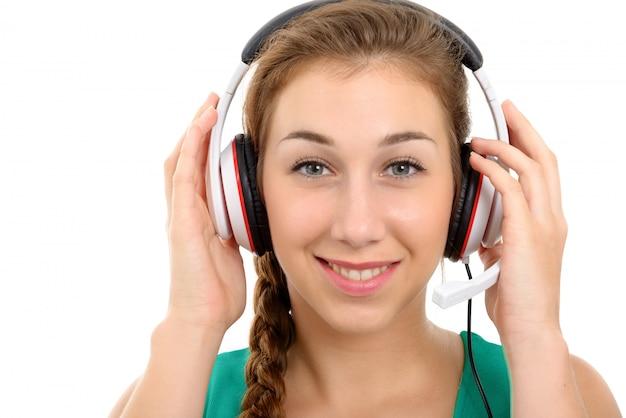 Zamyka w górę portreta ładna kobieta z słuchawki