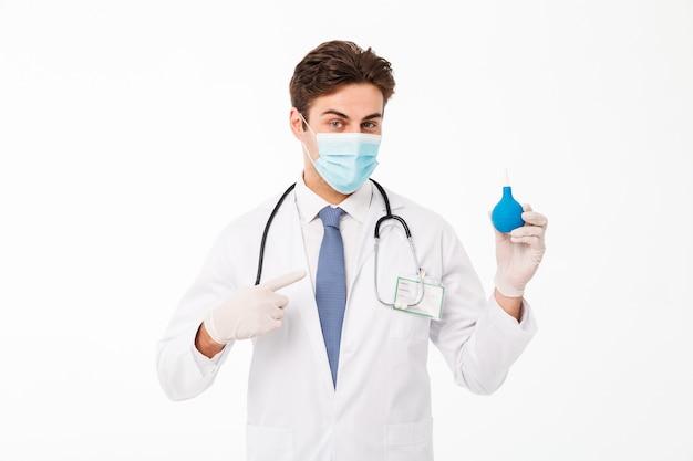 Zamyka w górę portreta młoda samiec lekarka