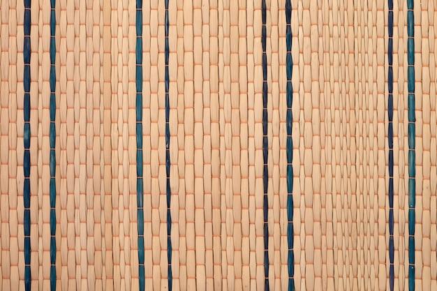 Zamyka w górę tekstury rodzimy tajlandzki styl wyplata turzycy maty tło. tradycyjna tajska mata z trzciny. lokalna mądrość na suea kok (reed mat).