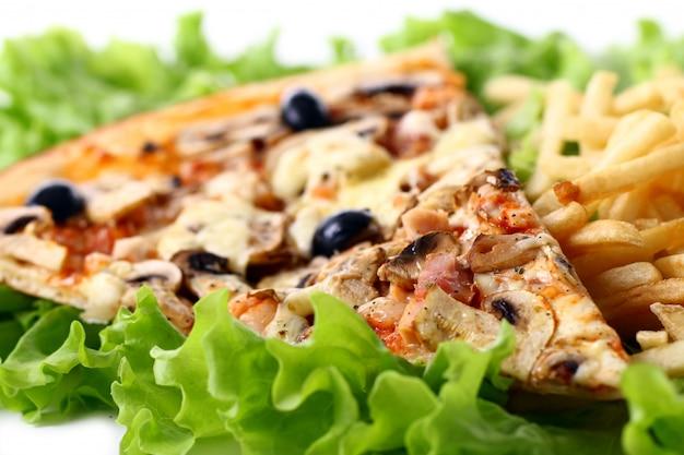 Zamyka w górę widoku świeża pizza