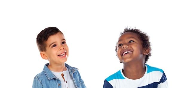Zamyślone dzieci na białym tle