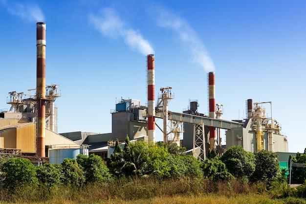 Zanieczyszczenia z fabrycznego komina