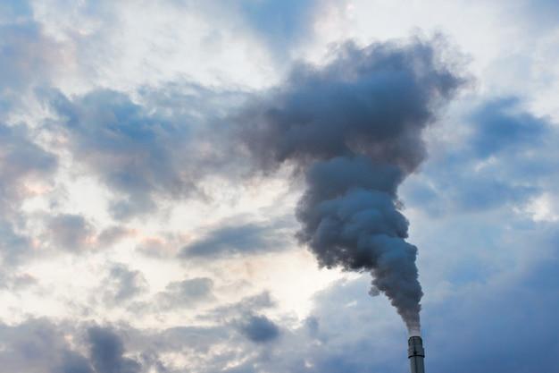 Zanieczyszczenie atmosfery oparami dymu