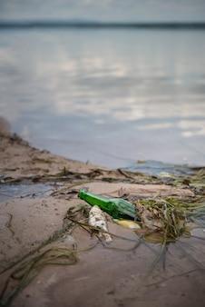 Zanieczyszczenie butelek złom