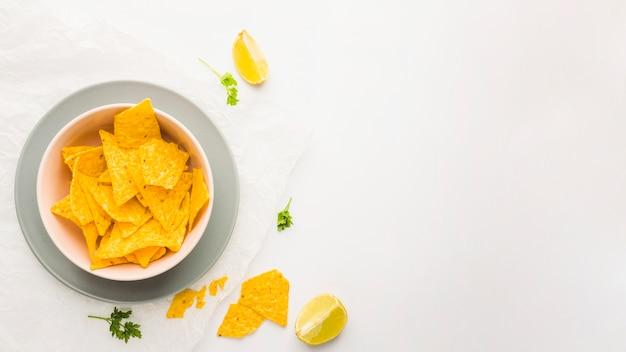 Zanurzanie chipsów nacho