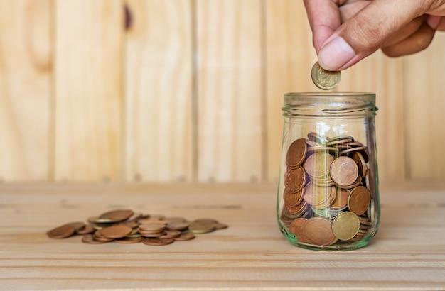 Zaoszczędź pieniądze i konto bankowe dla koncepcji biznesowej finansów