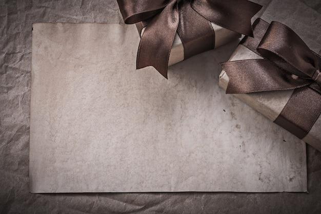 Zapakowany w pudełka arkusz papieru do pakowania koncepcji uroczystości