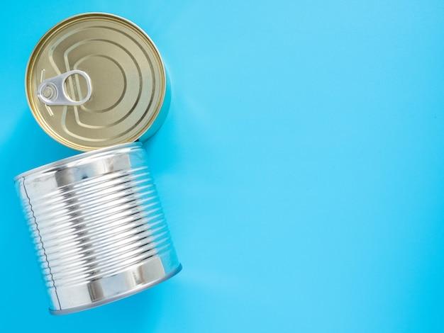 Zapasy żywności na czas kwarantanny i izolacji w pandemii koronawirusa i grypy.