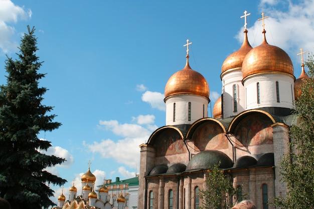 Zapierająca dech w piersiach słynna katedra zwiastowania i archanioł