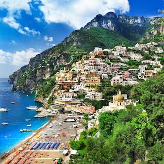 Zapierające dech w piersiach pojedynki z włoskim wybrzeżem amalfi, positano