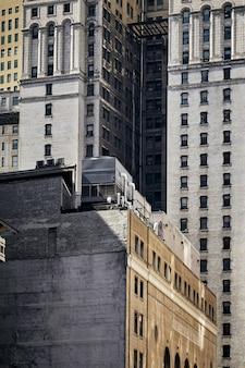 Zapierające dech w piersiach ujęcie nowojorskich budynków w usa