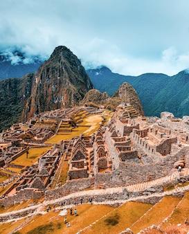 Zapierający dech w piersiach krajobraz starożytnego majestatycznego miasta machu picchu