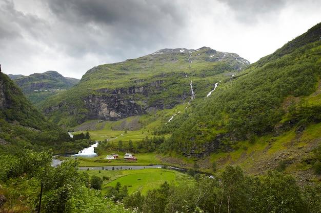 Zapierający dech w piersiach krajobraz w norwegii