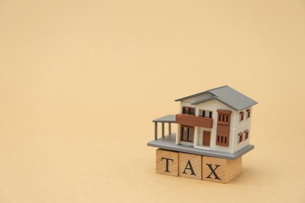 Zapłać roczny dochód (tax) za rok na kalkulatorze.