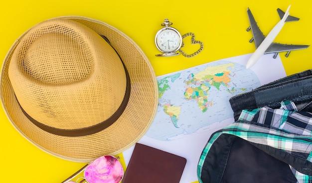 Zaplanuj wycieczkę na wakacje, korzystając z mapy i wyposażonej w urządzenia podróżne / kosmiczne do wprowadzania tekstu.