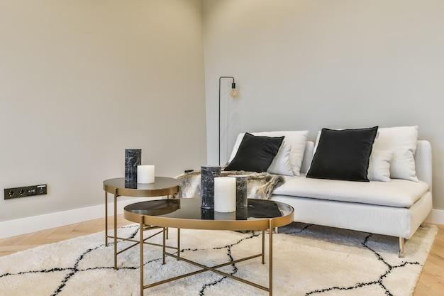 Zaprojektowany w minimalistycznym stylu wnętrza salonu