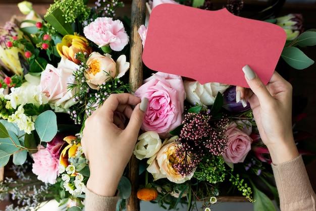 Zaprojektuj przestrzeń nad bukietem kwiatów