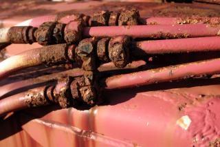 Zardzewiałe rury, przewody