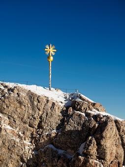 Zarejestruj się na szczycie zugspitze, najwyższej góry niemiec.
