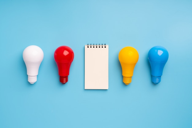 Żarówka i lampa dla koncepcji kreatywnej i przywództwa