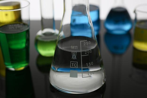 Żarówka przemysłu chemicznego z niebieską magentą