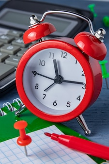 Zarządzanie czasem termin. liczenie czasu praca graficzna. terminy prac. nadrobić zaległości w określonym czasie.
