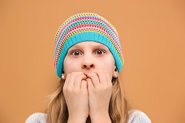 Zaskoczona dziewczyna