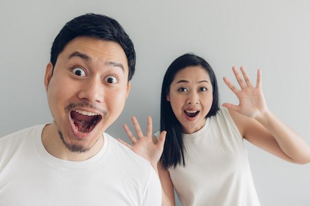 Zaskoczony i zszokowany para kochanek