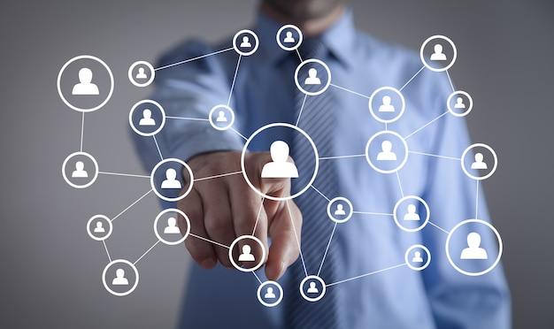 Zasoby ludzkie. sieć społecznościowa z ikonami ludzi