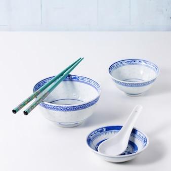 Zastawa stołowa w stylu azjatyckim